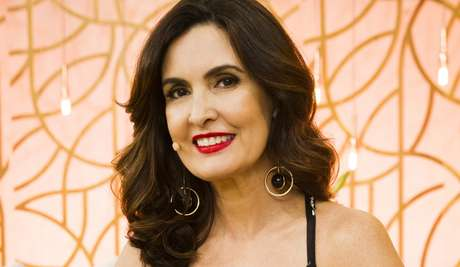 Fátima Bernardes ancorou a transmissão dos desfiles no Rio com Alex Escobar