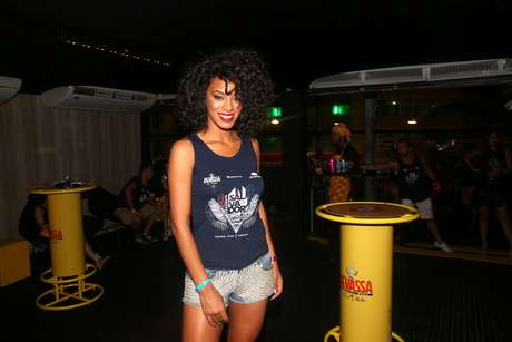 Raíssa Santana de abadá e shorts na Bahia