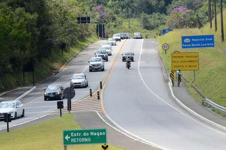 Trânsito intenso na Rodovia Mogi-Bertioga (SP 98), altura da cidade de Mogi das Cruzes (SP), na manhã desta terça-feira (28), volta do feriado de Carnaval.