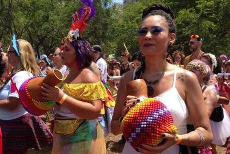 Fechando o Carnaval não oficial, o Bloco das Mulheres Rodadas desfilou na zona sul contra o machismo, a misoginia, o racismo e a homofobia