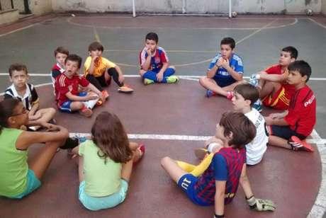 Crianças cada vez mais torcem para clubes estrangeiros no Brasil (Reprodução)