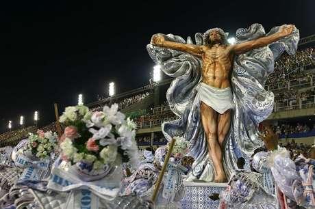 """Carro alegórico da Mangueira traz Jesus e Yemanjá no enredo  'Só com a ajuda do santo"""""""