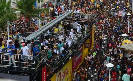 Carnaval Salvador 2017: arrastão na quarta-feira de cinzas na Barra Ondina