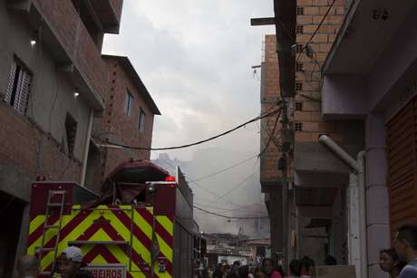 No dia 1º de março, 50 barracos foram atingidos pelo fogo que começou às 13h44. Uma vítima foi socorrida depois de inalação fumaça.