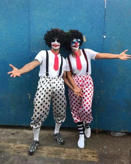 Ivete Sangalo e marido se fantasiam de palhaços no Carnaval