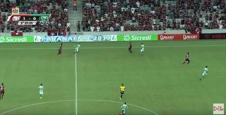 Atletiba 370 teve transmissão nos canais dos clubes no Youtube e nas páginas do Facebook. (Reprodução)