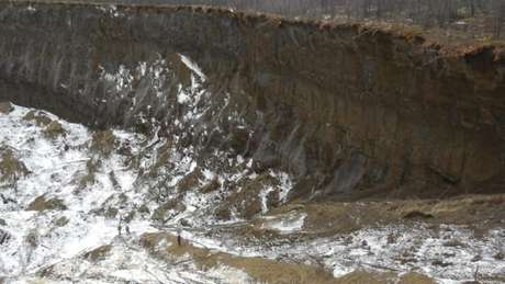 A taxa de crescimento da cratera é um indicador direto do crescente impacto das alterações climáticas no permafrost