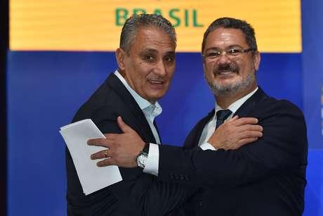 Técnicos Tite e Rogério Micale: relação estremecida
