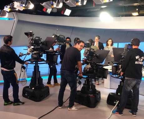 Quatro câmeras fazem parte do 'JN': três fixas e uma no steadycam, acoplada ao corpo do cameraman