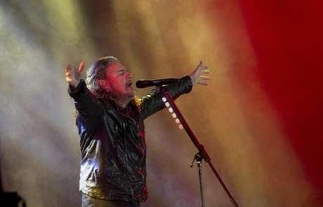 Fher Olvera de la banda mexicana Maná canta durante el concierto de la gira Latino Power en La Paz, Bolivia, el jueves 2 de marzo de 2017.