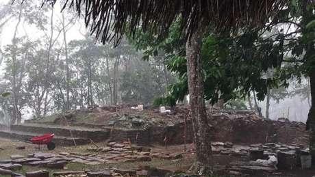 Pingente foi encontrado no sítio arqueológico de Nim Li Punit, longe das grandes cidades maias, o que surpreendeu arqueólogos