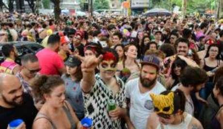 Desde o último dia 17, 328 blocos carnavalescos desfilaram em São Paulo, como o Minhoqueens, no Largo do Arouche, região central