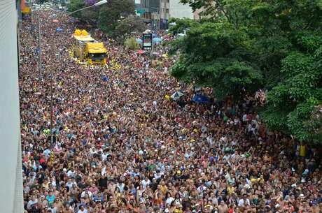 Multidão invadiu a avenida da Consolação