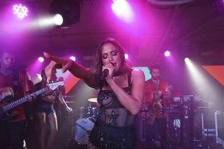 Anitta se apresentou no Camarote Nº 1 da Sapucaí após o desfile das campeãs do carnaval carioca