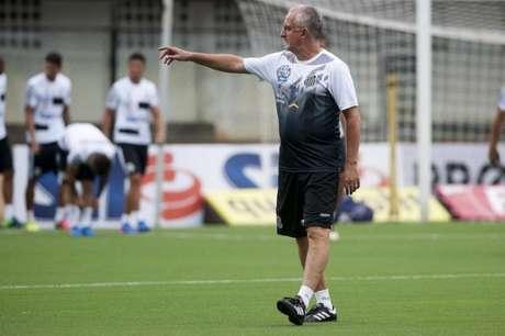 Após estreia na Libertadores, Dorival garante Santos com força máxima no Paulistão
