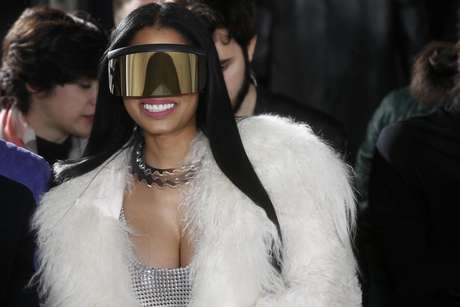 Nicki Minaj y sus gafas futuristas.