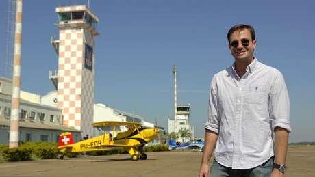 O ator e piloto Max Fercondini vai mostrar acrobacias aéreas na atração