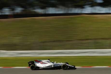 El piloto de Williams Felipe Massa conduce su bólido en una sesión de pruebas de Fórmula Uno en la pista Catalunya en Montmelo, en las afueras de Barcelona, el martes, 7 de marzo del 2017.