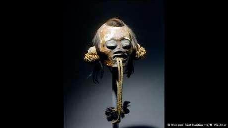 Cabeça-troféu de munduruku, trazida pelos viajantes Martius e Spix, atualmente no Museu Cinco Continentes, em Munique
