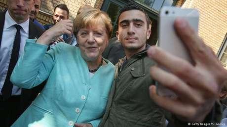 Modamani fez a foto durante a visita de Merkel a um abrigo para refugiados em Berlim em 2015