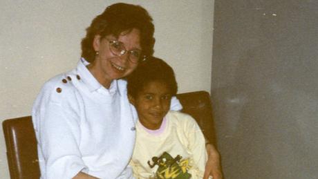 Aos oito anos, Christina Rickardsson foi adotada por um casal que a levou para a Suécia