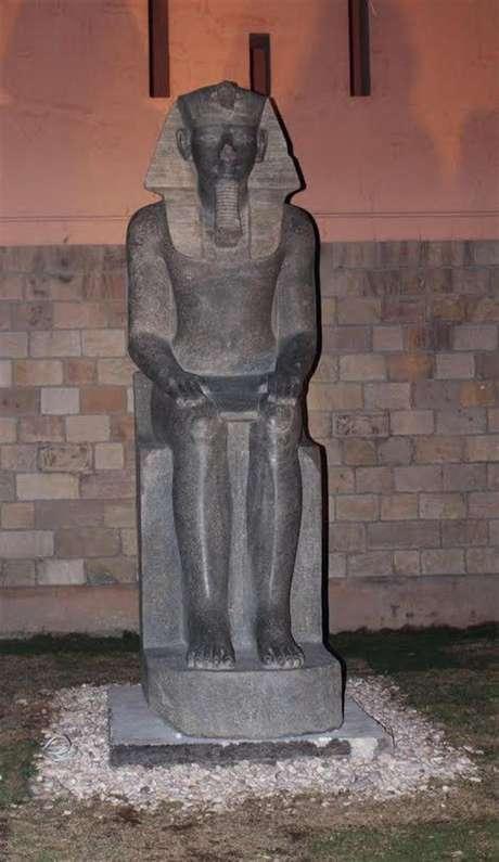 Estátuas da deusa de guerra Sekhmet foram encontradas no templo de Luxor