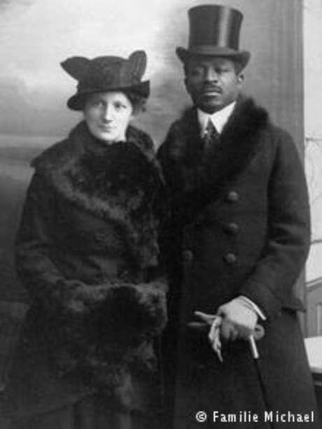 Os pais de Theodor Wonja: mãe era alemã e seu pai camaronês