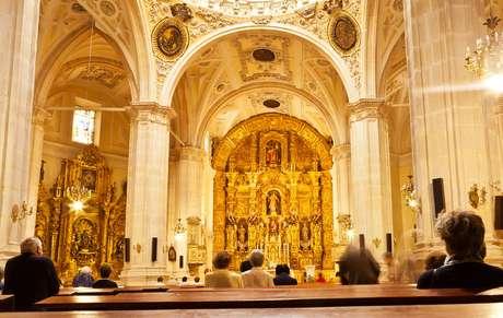 ¿Se deben mantener las misas en TVE?