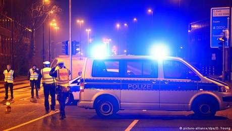 Polícia isola área onde bomba foi achada: acontecimento é frequente na Alemanha