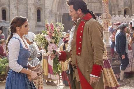 Desgosto de Bela por Gaston é muito mais explícito no longa de Bill Condon