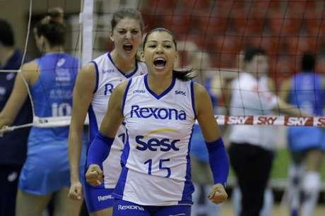 Carol em ação na vitória do Rexona sobre Vôlei Nestlé pelo returno da Superliga (Alexandre Loureiro/Inovafoto/CBV)