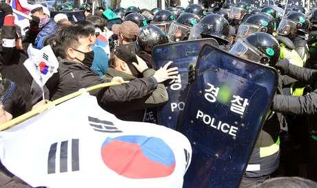 Partidários da presidente Park Geun-hye protestam contra o processo de impeachment em Seul