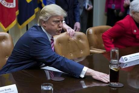 O presidente dos Estados Unidos, Donald Trump, participou hoje de um debate sobre a reforma de saúde realizada na Sala Roosevelt da Casa Branca, Washington, EUA