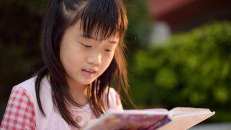 Cingapura quer construir um sistema educacional que incentiva carinho e relações de confiança entre alunos
