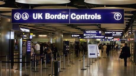 Algumas das vítimas chegam a Londres com documentos e vistos corretos, mas são sequestradas e forçadas a se prostituir