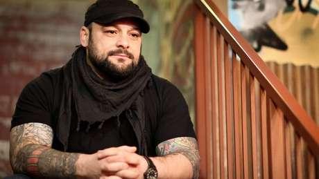 Picciolini fundou em 2010 uma ONG para ajudar pessoas que decidiram abandonar o radicalismo
