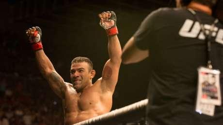 Trator finalizou Josh Burkman no UFC Fortaleza