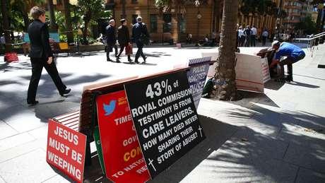 Como no Reino Unido, população australiana se mostra indignada com casos de abuso infantil.