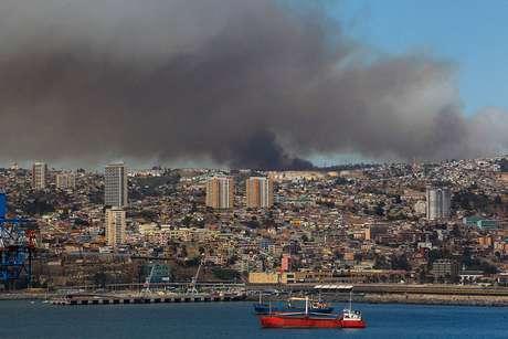 Onemi declara alerta roja para Viña del Mar y Valparaíso — Incendios