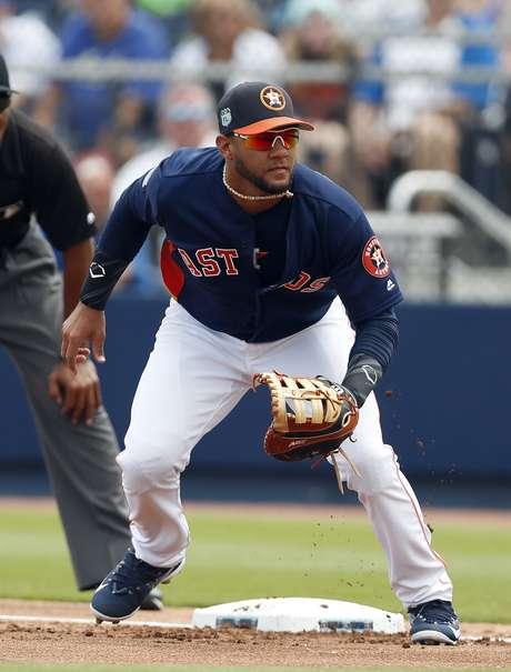 El primera base Yulieski Gurriel de los Astros de Houston durante un juego de pretemporada ante los Mets de Nueva York, el martes 14 de marzo de 2017.