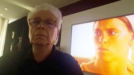 Autor acompanhou a reestreia de 'Senhora do Destino' de sua casa, no Rio