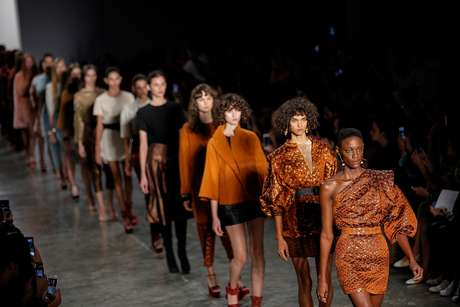 Desfile da estilista Lilly Sarti