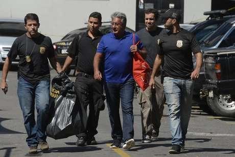 Heitor Lopes de Sousa Junior, diretor da Companhia de Transportes sobre Trilhos do Estado do Rio de Janeiro, chega à sede da Polícia Federal após ser preso na Operação Tolypeutes