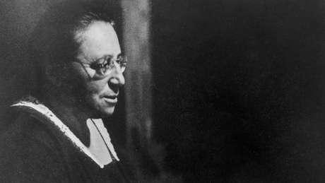 Emmy Noether foi considerada por Albert Einstein como 'o gênio matemático criativo mais importante que já existiu desde que as mulheres passaram a ter acesso à educação superior'
