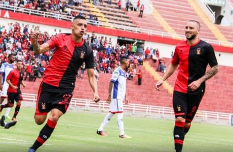 Melgar debuta en la Libertadores con un triunfo (1-0) sobre Emelec.