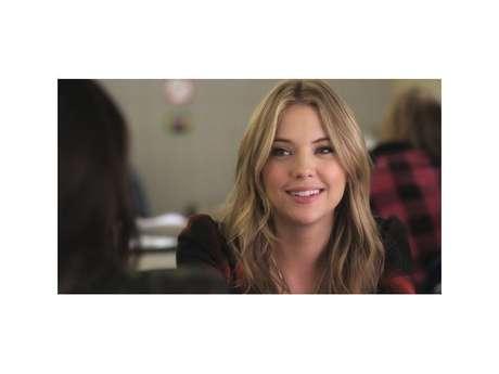 """Em """"Pretty Little Liars"""", Hanna Marin (Ashley Benson)com certeza é uma das personagens mais estilosas!"""