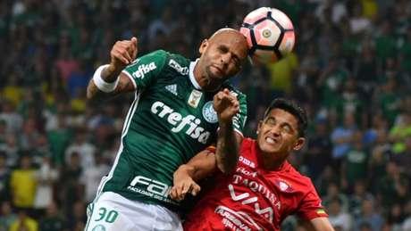 Em jogo duro, Palmeiras arranca vitória no fim contra o Jorge Wilstermann com gol de Mina (Foto: AFP)