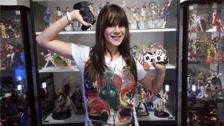 Cristina 'Olakristal' Santos foi alvo da ira de haters ao invadir o mundo 'masculino' dos games