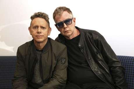 """En esta foto del 8 de marzo del 2017, Martin Gore, a la izquierda, y Andy Fletcher, de Depeche Mode, posan para promover su nuevo álbum, """"Spirit""""."""