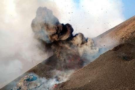A explosão aconteceu quando a lava entrou em contato com um bloco de neve que tapava a cratera.